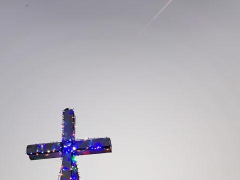 十字架と飛行機雲